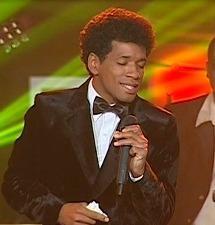 """Manuel Donayre recibió una ovación al interpretar el tema """"Pintor"""""""