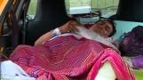 Paciente tuvo que improvisar 'camilla' en taxi hasta que lo atiendan